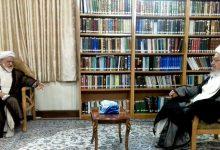 تصویر در دیدار آیت الله مصباحی مقدم با آیت الله العظمی مکارم شیرازی وضعیت اقتصادی کشور تشریح شد.